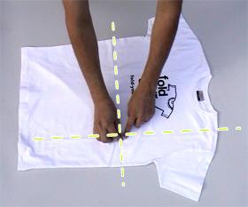 Складываем футболку за две секунды (видео)